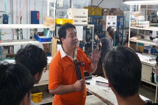 桃園市平鎮區六和高中機電科同學蒞臨參訪勝泰衛材